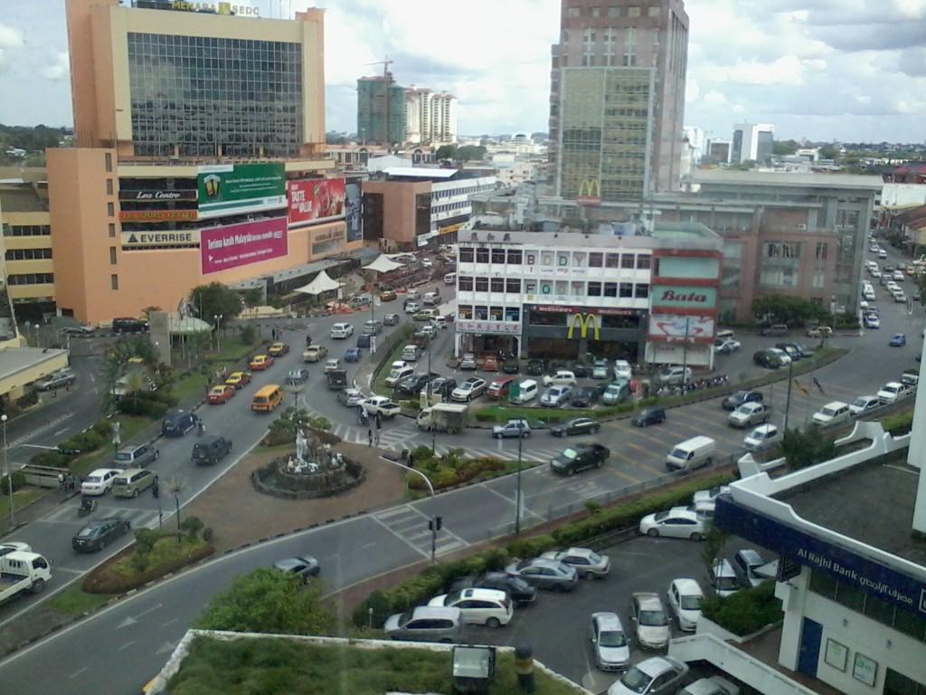 kesesakan-lalu-lintas-kuching-sarawak-2012