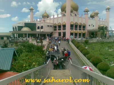 masjid-pasar-kuching-sarawak-berdekatan-bangunan-elektra-semayangjumaat
